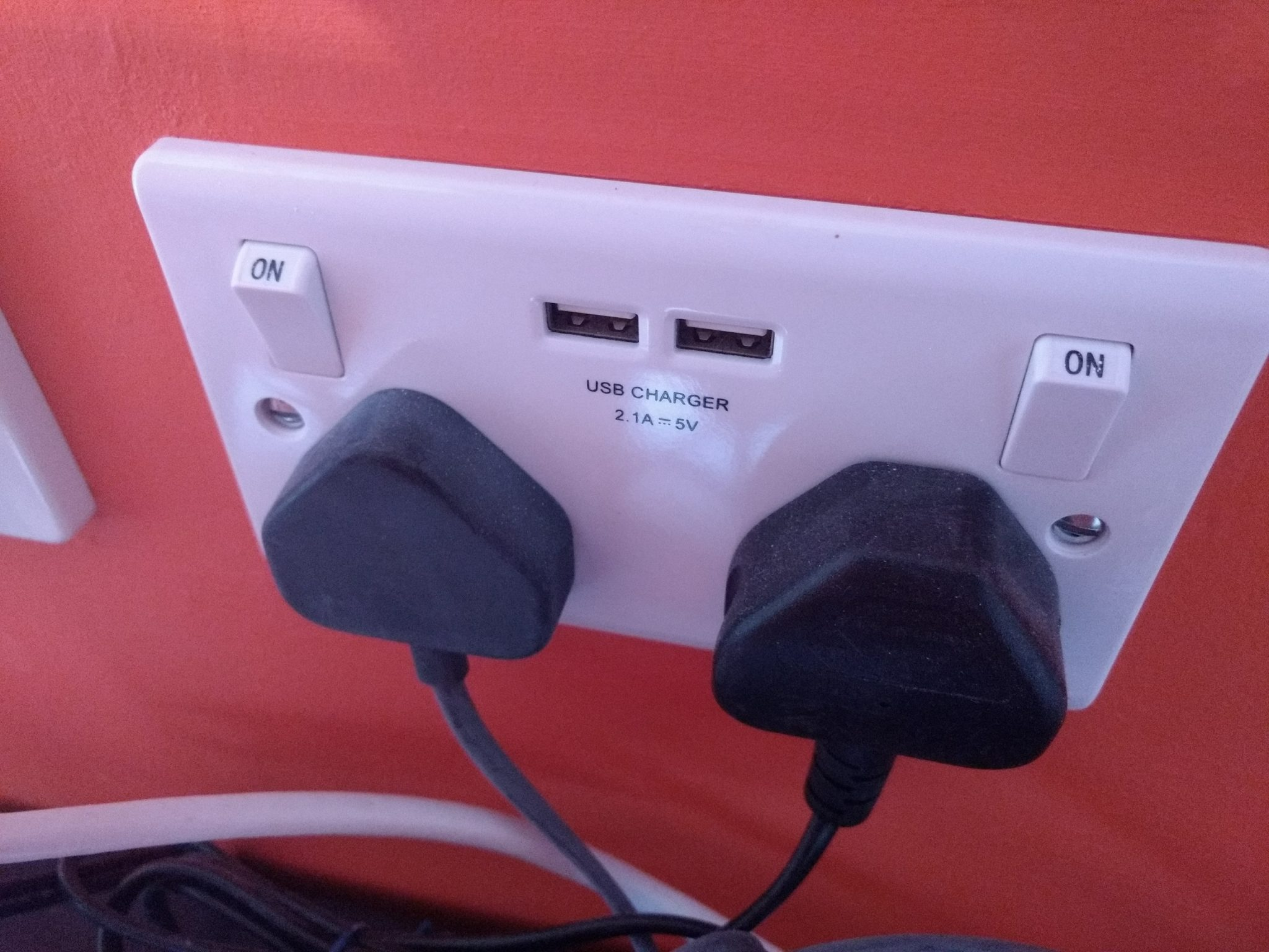 Double socket behind TV